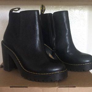 Dr. Martens Magdalena boots